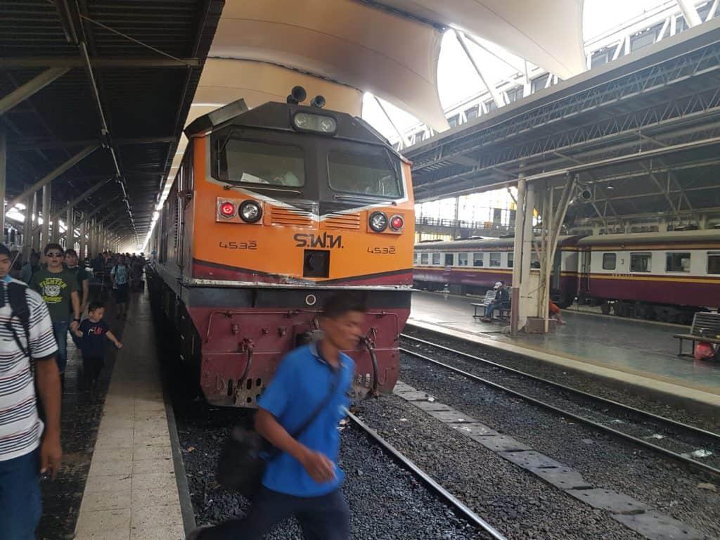 Endlich in Bangkok angekommen mit dem Zug aus Ayutthaya