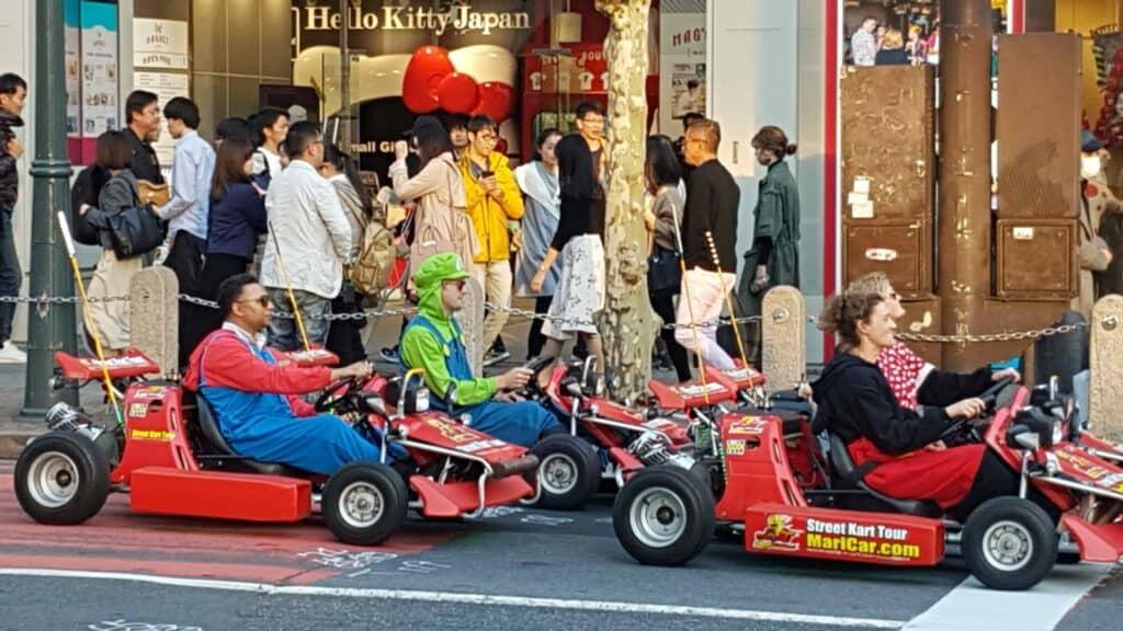 Mario Kart an der Shibuya Kreuzung