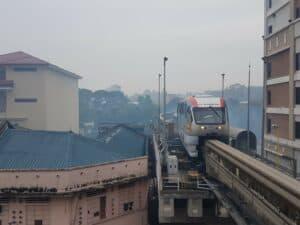Mit der Monorail zum Fernbus