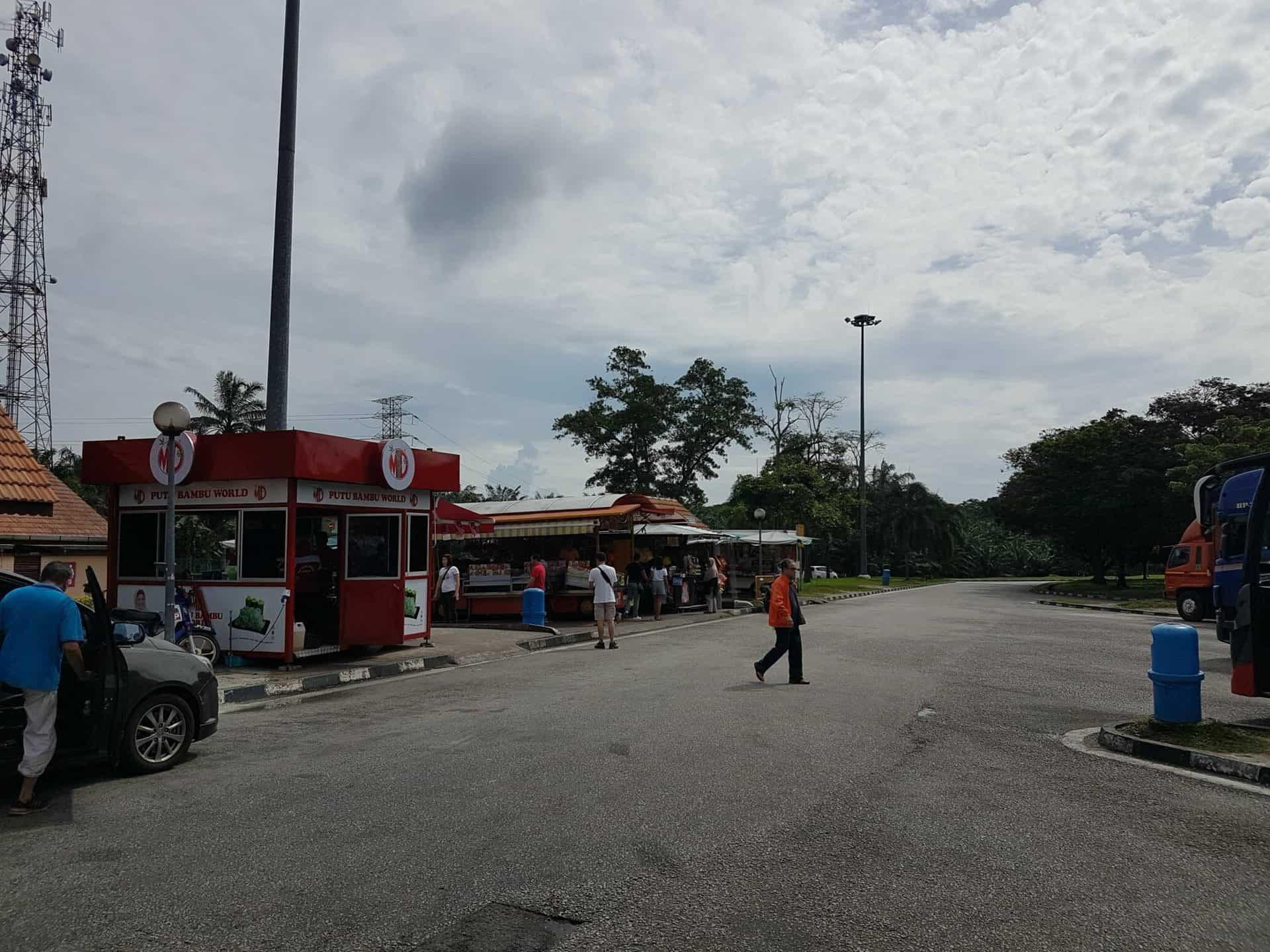 Pinkelpause irgendwo in Malaysia