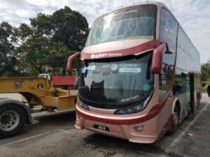 Mit dem Fernbus gings von Malaysia nach Singapur