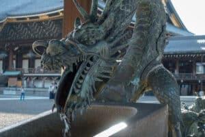 Drachenbrunnen im Tempel in Kyoto