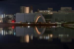 Mahnmal für die Toten beim Besuch des Friedenspark Hiroshima