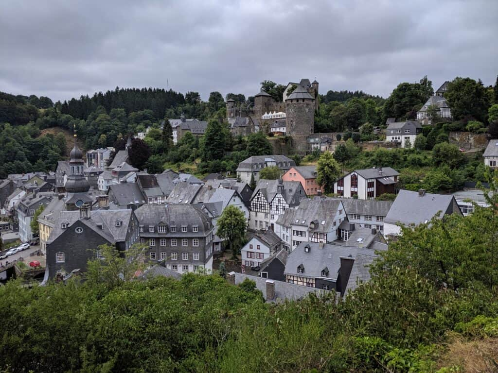 Blick über Monschau in der Eifel